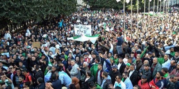 El movimiento de masas en Argelia, la cuestión del programa