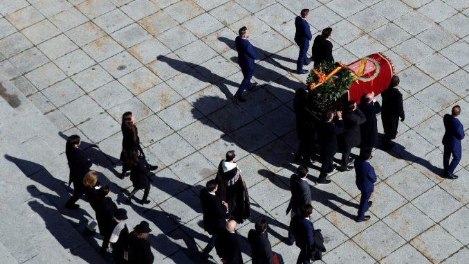 España: exhumado el dictador, enterrar al régimen