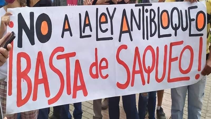 ¡La Ley antibloqueo es entrega y saqueo! Protesta frente a la Defensoría del Pueblo